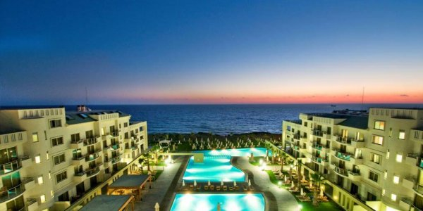 מלון Capital Coast Resort