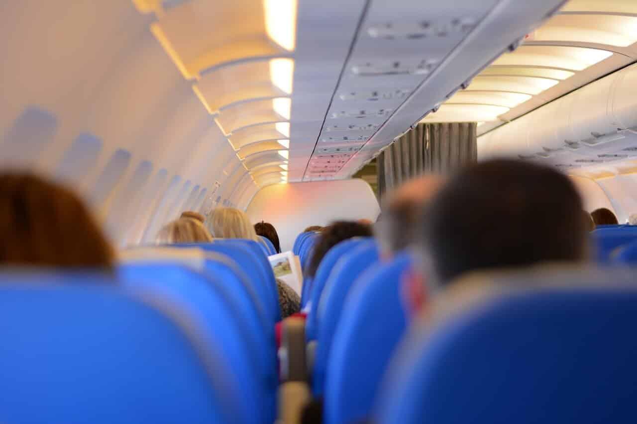 נוסעים במטוס