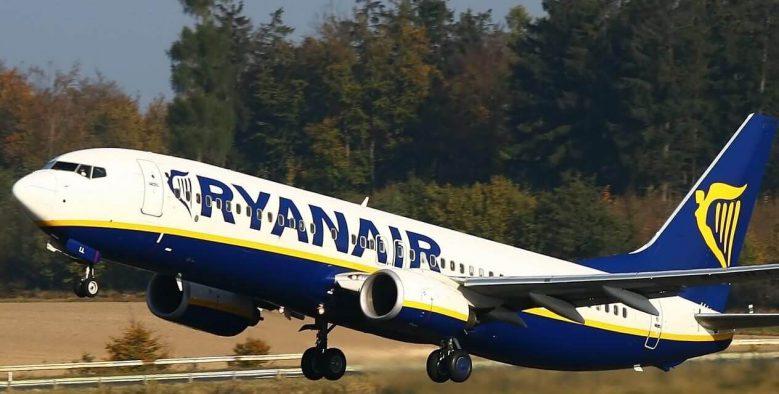 מטוס ממריא של חברת ריינאייר
