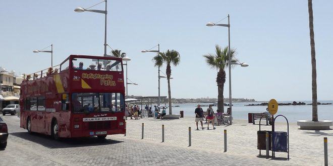 אוטובוס תיירותי בפאפוס