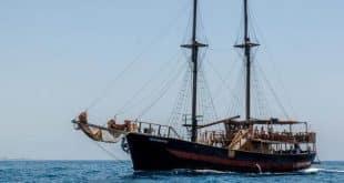 שיט בספינת פיראטים בפאפוס